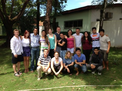 Amizade volunteers together with their new Brazilian friends